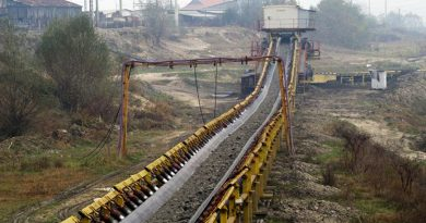 Bătrân de 75 de ani, prins în timp ce fura cărbune de pe o bandă transportoare, la SE Rovinari