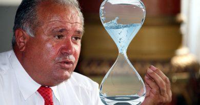 Dacă se mai învârte mult pe lângă PSD, Călinoiu ar putea rămâne fără apă