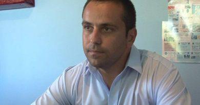 Primarul din Albeni vrea să fie testat cu detectorul de minciuni. Problema este că nu vrea detectorul.