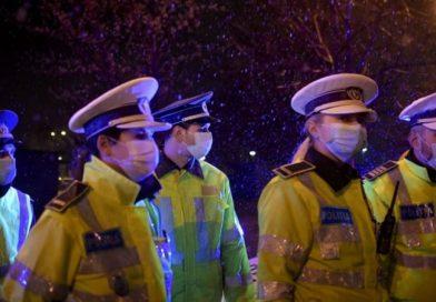 Polițiștii au continuat controalele pentru a vedea dacă se respectă măsurile împotriva răspândirii COVID