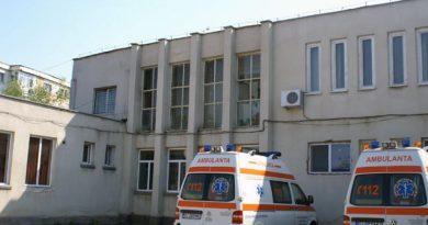 Pe șefii de la Ambulanță îi plătim cu sute de milioane și tot îi doare în pălărie