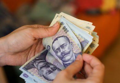 Salariul minim majorat intră în plată